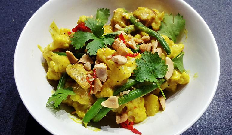 Bloemkool curry met bloemkool, kip en sperziebonen | Gewoon een foodblog!