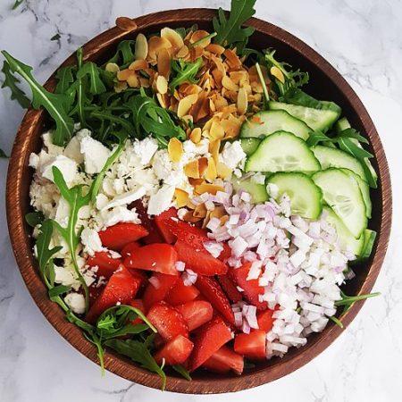 Rucola salade met aardbei, feta en komkommer | Gewoon een foodblog!